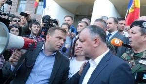 Ultima moda in Moldova – atac la Vlad Filat
