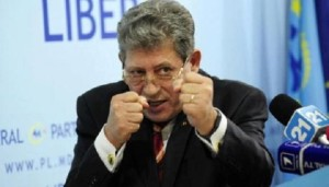 Mihai Ghimpu batut de protestatarii nemultumiti