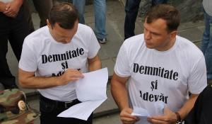 Valentin Dolganiuc si Andrei Nastase cu fundul la gard