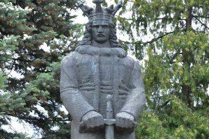 Prima statuie a lui Stefan cel Mare la Bucuresti